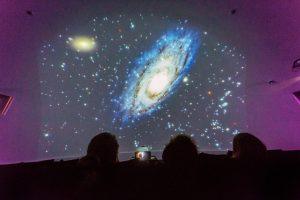 """Planetaariumi film """"Tähetolm ja Päikese pere"""". Energia avastuskeskus."""